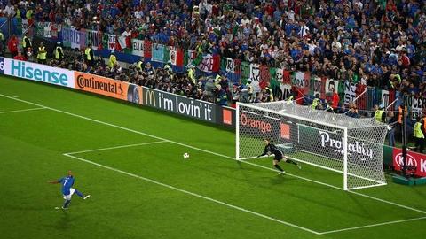 Cu danh dau cua Ronaldo lot top khoanh khac an tuong o Euro hinh anh 17