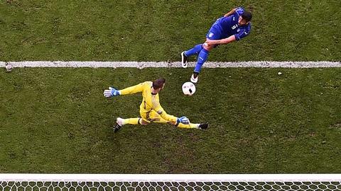 Cu danh dau cua Ronaldo lot top khoanh khac an tuong o Euro hinh anh 5