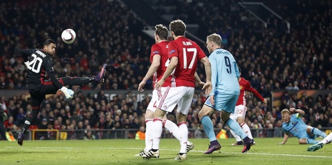 Rooney di vao lich su sau tran thang 4 sao hinh anh 3