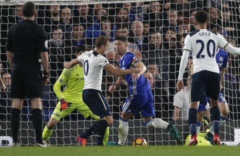 Nguoc dong ha Tottenham, Chelsea tro lai ngoi dau bang hinh anh 3
