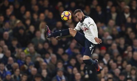Nguoc dong ha Tottenham, Chelsea tro lai ngoi dau bang hinh anh 11