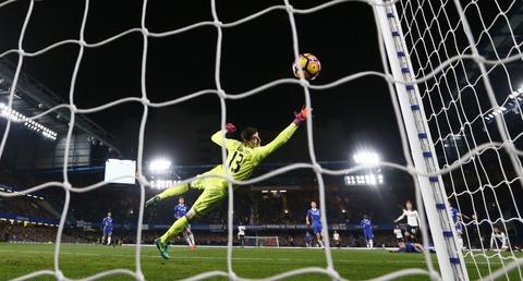 Nguoc dong ha Tottenham, Chelsea tro lai ngoi dau bang hinh anh 4