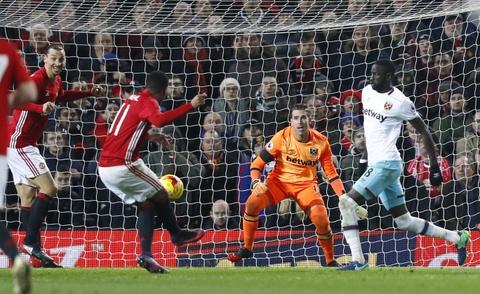 Vui dap West Ham 4-1, MU vao ban ket League Cup hinh anh 9