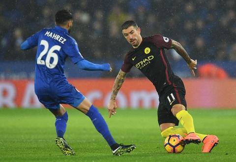 Vardy lap hat-trick, Leicester de bep Man City 4-2 hinh anh 2