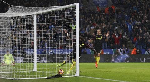 Vardy lap hat-trick, Leicester de bep Man City 4-2 hinh anh 11