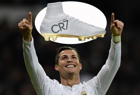 Ronaldo an mung Qua bong vang bang phien ban giay dac biet hinh anh