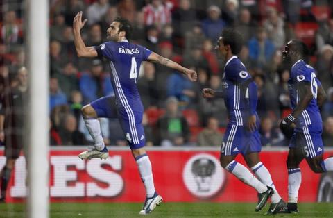 Fabregas toa sang giup Chelsea bo xa Arsenal 6 diem hinh anh 5