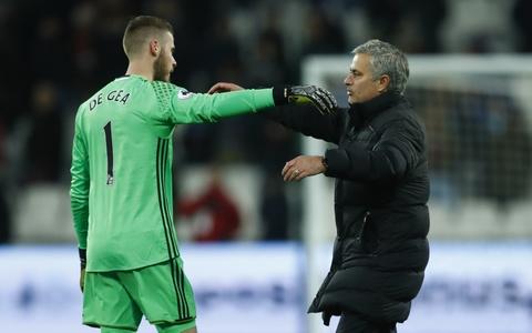 Mourinho om chat 'nguoi hung' De Gea sau tran thang hinh anh 13