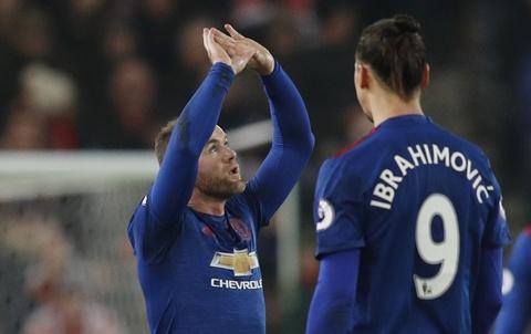 Rooney pha 2 ky luc lien tiep sau tran hoa Stoke hinh anh 11