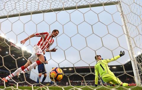 Rooney pha 2 ky luc lien tiep sau tran hoa Stoke hinh anh 3