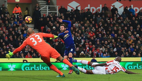 Rooney pha 2 ky luc lien tiep sau tran hoa Stoke hinh anh 4