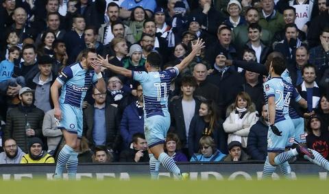 Tottenham vat va loi nguoc dong truoc CLB hang tu hinh anh 4