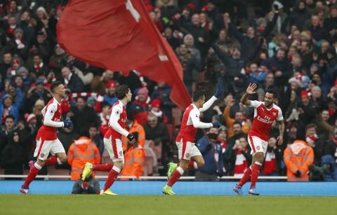 Tai hien 'ban tay cua Chua', Sanchez giup Arsenal co 3 diem hinh anh 6
