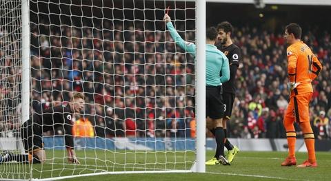 Tai hien 'ban tay cua Chua', Sanchez giup Arsenal co 3 diem hinh anh 8