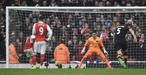 Tai hien 'ban tay cua Chua', Sanchez giup Arsenal co 3 diem hinh anh 9