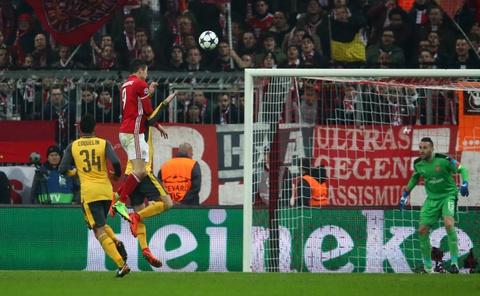 Bayern vui dap Arsenal 5-1 tren san nha hinh anh 10