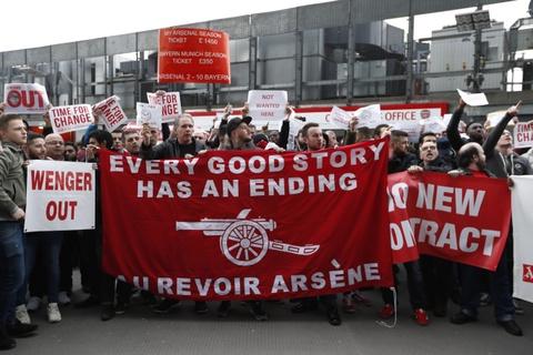 CDV Arsenal bieu tinh lan 2 doi sa thai Wenger hinh anh 6