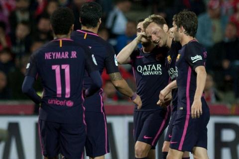 De bep Granada, Barca pha hoi nong vao Real Madrid hinh anh 7