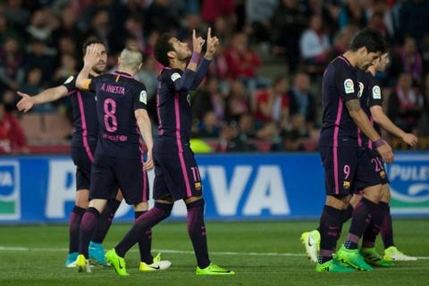 De bep Granada, Barca pha hoi nong vao Real Madrid hinh anh 8