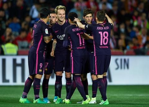 De bep Granada, Barca pha hoi nong vao Real Madrid hinh anh 9