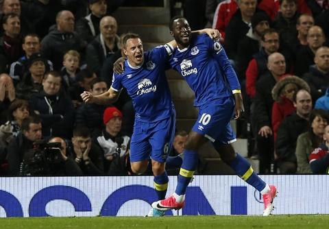 Ibrahimovic lap cong giup MU thoat thua Everton hinh anh 6