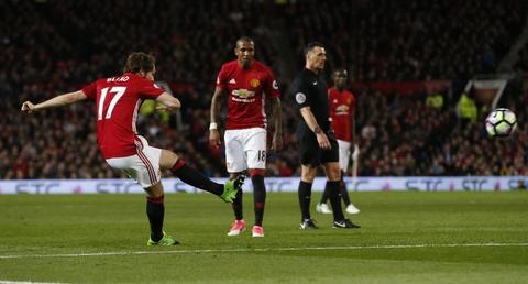 Ibrahimovic lap cong giup MU thoat thua Everton hinh anh 7