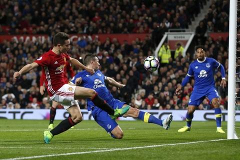 Ibrahimovic lap cong giup MU thoat thua Everton hinh anh 8