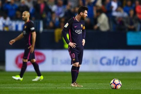 Neymar nhan the do, Barca thua soc Malaga hinh anh 5