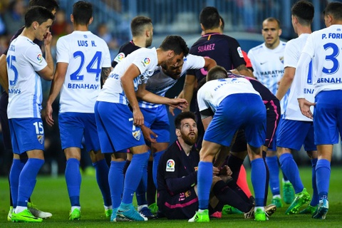 Neymar nhan the do, Barca thua soc Malaga hinh anh 7