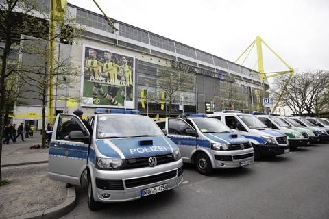 Canh sat ho tong xe buyt cua Dortmund den tan cua SVD hinh anh 2