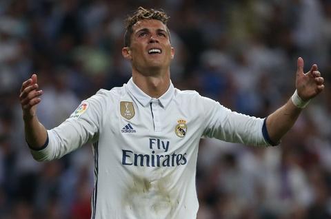 Ronaldo bat luc trong ngay Messi ruc sang hinh anh