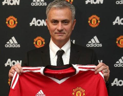 Mourinho tu ung cu cho vi tri trung ve cua Man Utd hinh anh