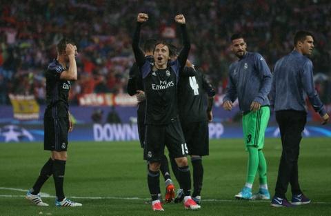 Thanh Madrid chia nua buon vui sau tran derby kich tinh hinh anh 3