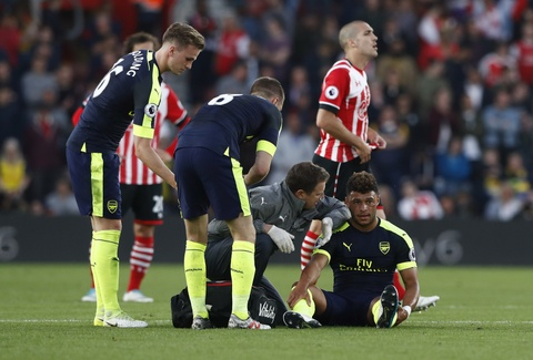 Hang loat cot moc duoc lap trong ngay Arsenal ap sat top 4 hinh anh 3