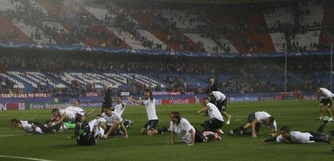 Thanh Madrid chia nua buon vui sau tran derby kich tinh hinh anh 5