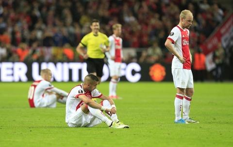 Dan sao tre Ajax guc nga sau that bai truoc MU hinh anh 1