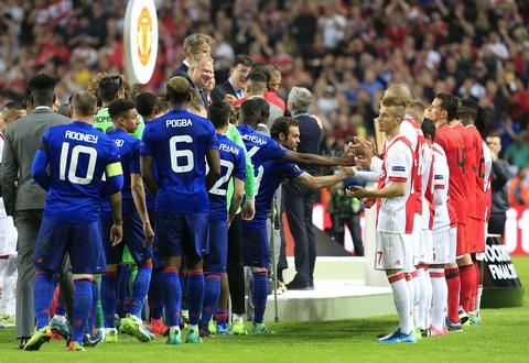 Dan sao tre Ajax guc nga sau that bai truoc MU hinh anh 6