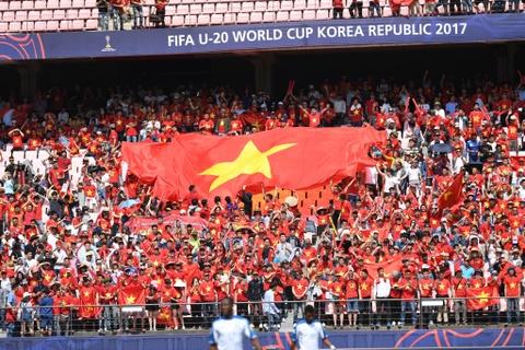 CDV Viet Nam 'doi nang' den SVD Jeonju truoc tran gap U20 Honduras hinh anh 10