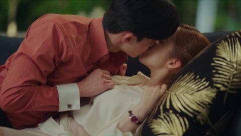 Nu hon nong bong cua Park Seo Joon cung dan nguoi tinh man anh hinh anh