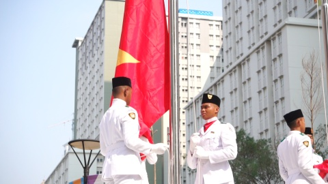 Quoc ky Viet Nam tung bay tren dat Indonesia truoc them ASIAD 18 hinh anh