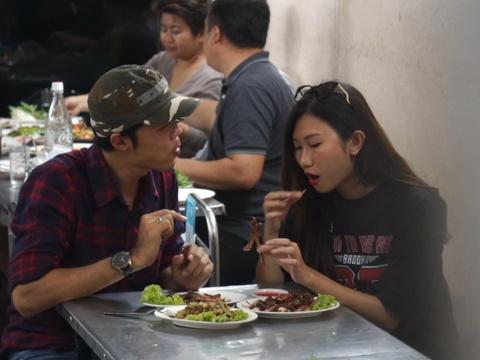 #Justgo: Quay tung am thuc duong pho Bangkok bang xe tuk tuk hinh anh