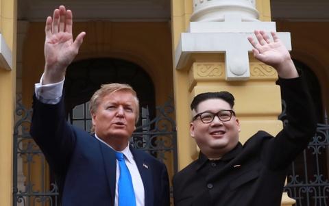 Bo doi Trump - Kim 'gia' xuat hien bat ngo tai Ha Noi hinh anh