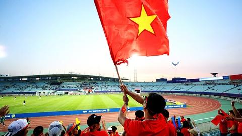 Giay phut thieng lieng khi Quoc ca Viet Nam vang len giua World Cup hinh anh 9