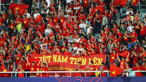 Giay phut thieng lieng khi Quoc ca Viet Nam vang len giua World Cup hinh anh 8