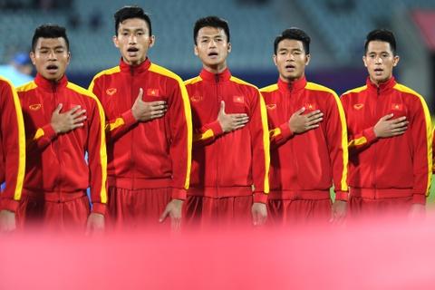 Giay phut thieng lieng khi Quoc ca Viet Nam vang len giua World Cup hinh anh 5