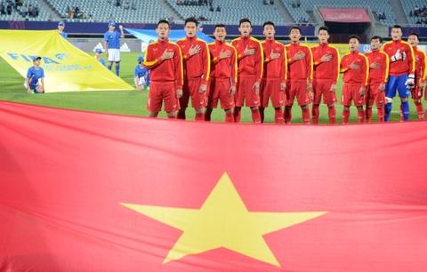 Giay phut thieng lieng khi Quoc ca Viet Nam vang len giua World Cup hinh anh 4