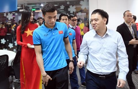Cong Phuong, Tien Dung toi toa soan Zing.vn hinh anh