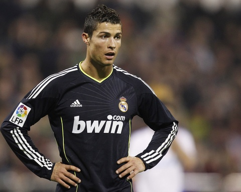 Ronaldo chinh thuc roi Real: Chay ngay di, truoc khi bi loai hinh anh 2