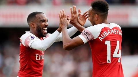 Cau thu du bi toa sang, Arsenal thang nhoc West Ham hinh anh