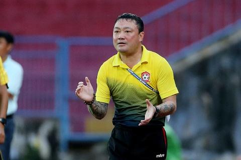 HLV Hai Phong dan dat doi bong phui tham du giai phong trao o Ha Noi hinh anh